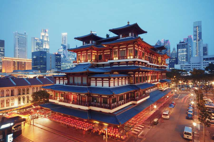 Buddha Tooth Relic Temple (image via Shutterstock)