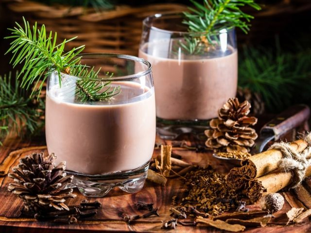6 Festive and Traditional Christmas Drinks Around the World