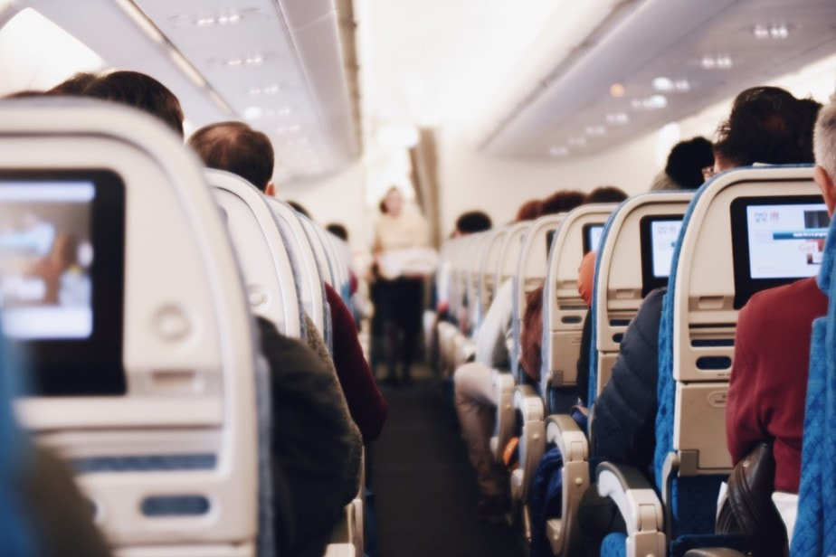 10 Essential Rules of Airplane Flight Etiquette to Remember When Flying