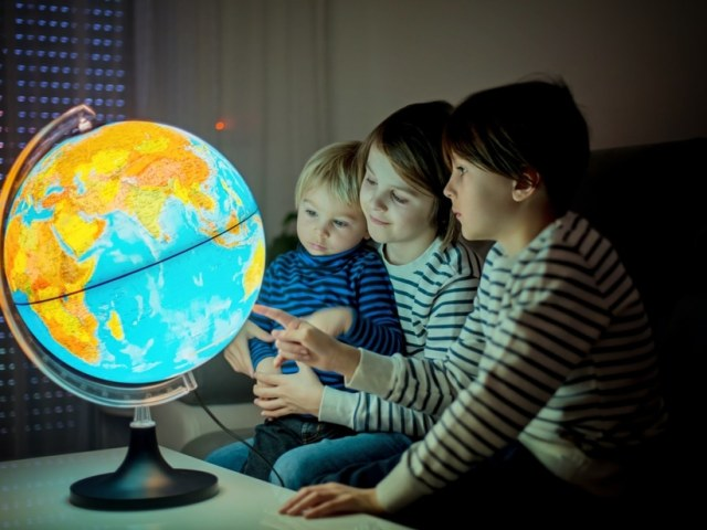 5 Tips To Keep Your Kids Curious About The World