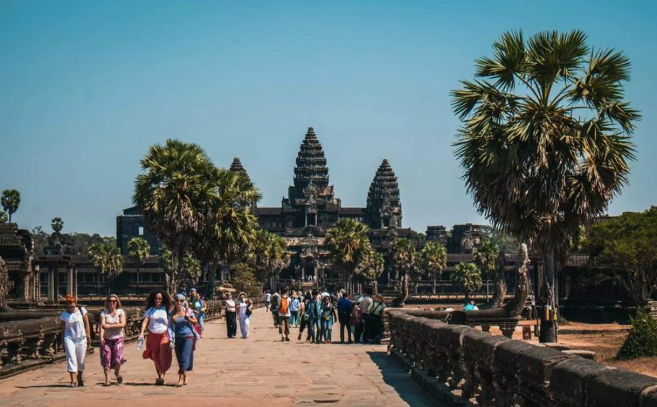 What to Wear When Visiting Temples