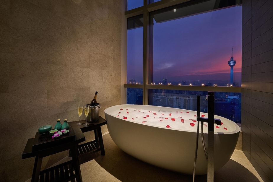 10 Staycation Hotels For Bathtub Lovers in Malaysia