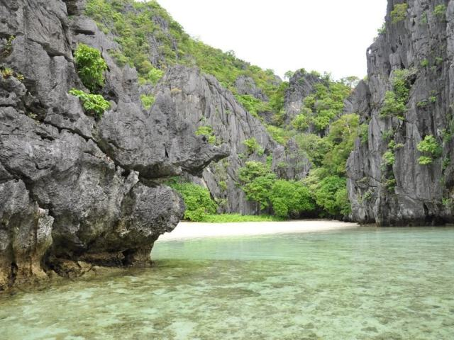 "El Nido's Hidden Beach Hailed Among ""Best Beaches"" In The World"