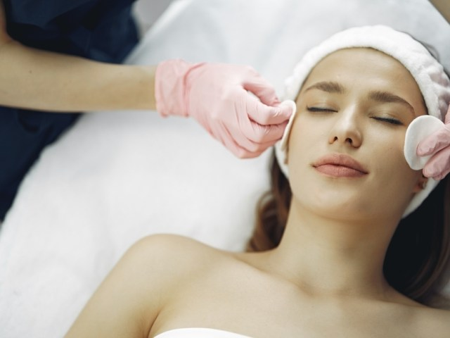 Top-Rated Skin Clinics In Metro Manila That Will Help You Solve Your Maskne Issues