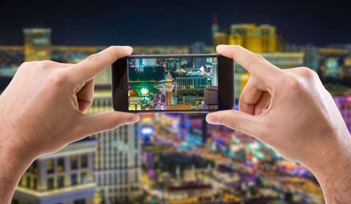 Viva Las Vegas: 10 Money-Saving Apps You Must Download
