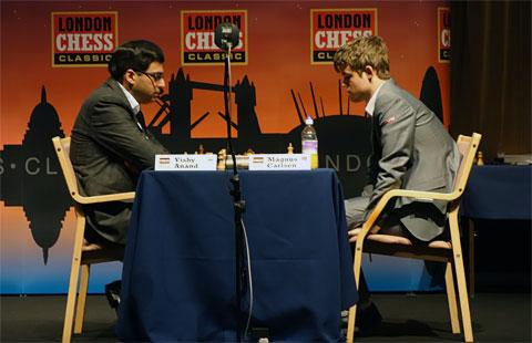 Vishy Anand y Magnus Carlsen en el Chees Classic de Londres 2012