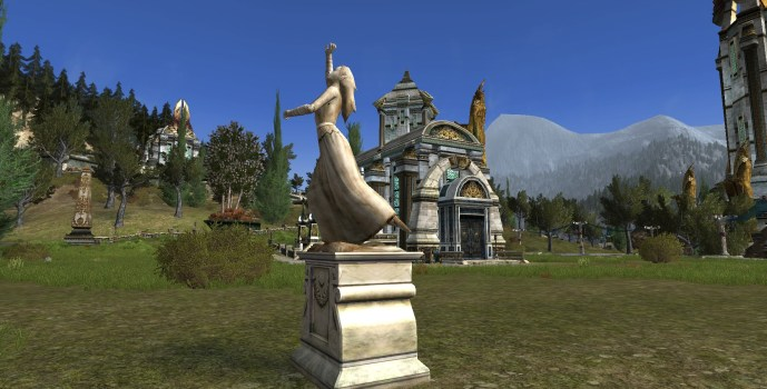 Luthien Statue