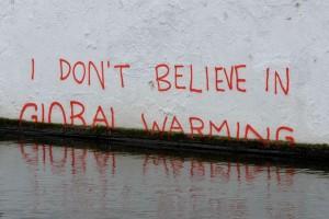 https://i0.wp.com/en.es-static.us/upl/2011/11/global_warming_skeptic-300x200.jpg