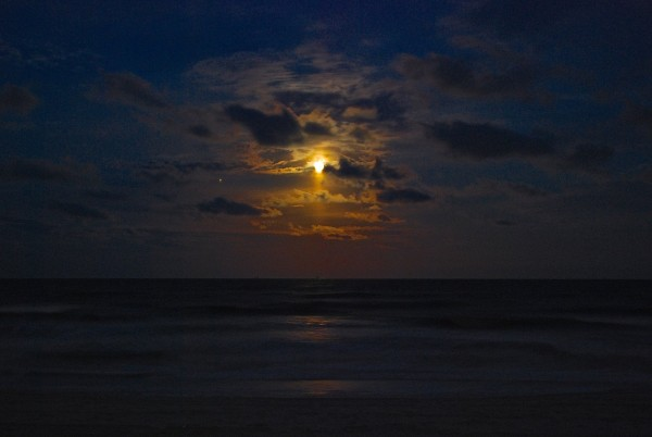 The moon and Jupiter on February 3 - over Atlantic Beach, Florida - posted to EarthSky Facebook by Eve Baker.