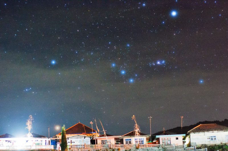 Constellation Orion rising behind the rooftops of a village in East Java, Indonesia, via Martin Marthadinata. In this photo, the star Sirius isn't visible ... but you can see that Orion itself has some bright stars, plus its prominent Belt of 3 stars.