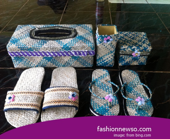 Sorts Of Type Traditional Woven Sandals For Lebaran