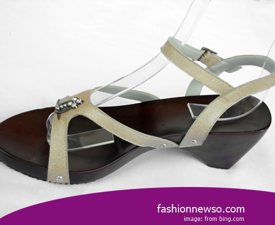 Multiple Of Model Traditional Kelom Sandals For Teenagers