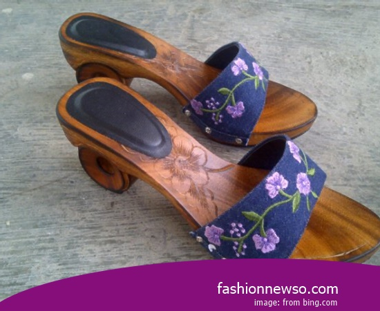 Multiple Of Model Traditional Sandals Tarumpah Painting