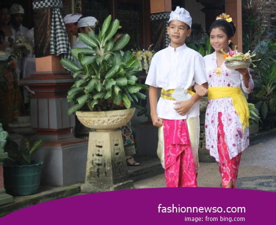 Example Of Design Clothes Indigenous Lampung WOMEN