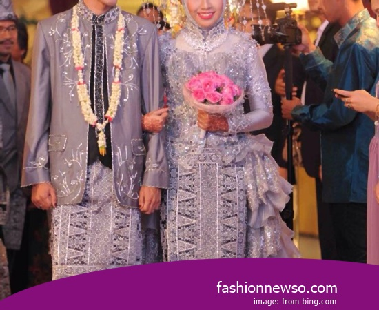 Various Motif Of Clothing Traditional Weddings Riau In Indonesia