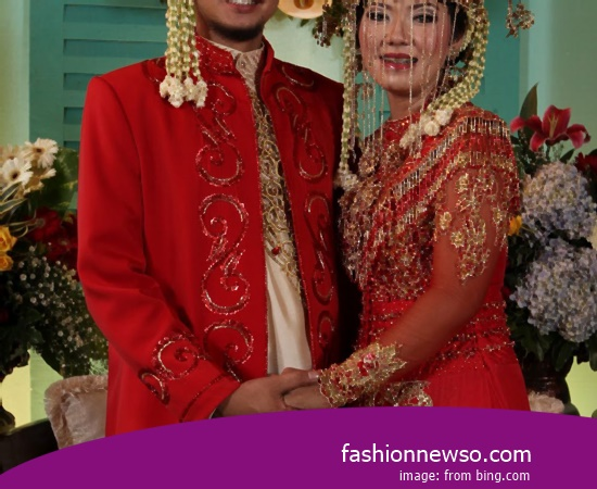 Some Type Of Clothing Typical Traditional Brides Commissioner of East Java In Indonesia