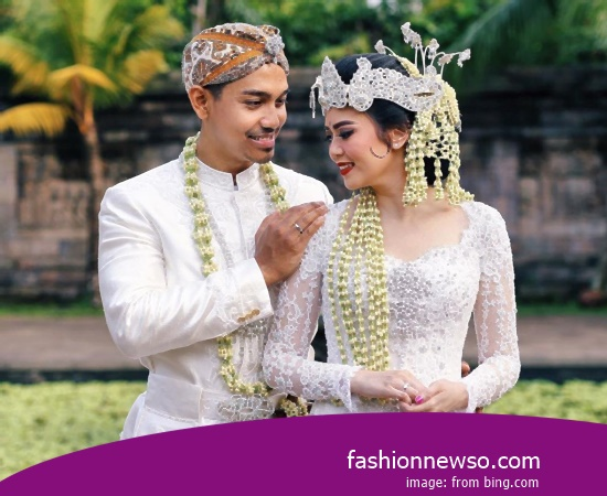 Craftsmen Of Apparel Traditional Weddings West Kalimantan War In Indonesia