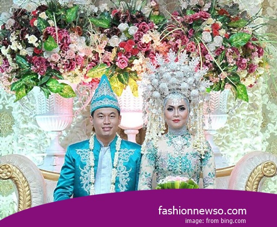 Craftsmen Of Clothing Distinctive Weddings Riau In Indonesia