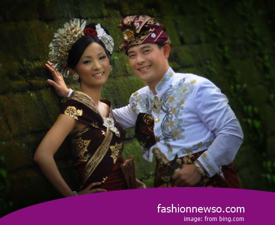 Some Type Of Fashion Traditional Weddings Commissioner of East Java In Indonesia