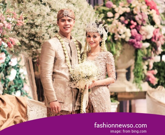 Some Type Of Apparel Traditional Weddings Nggembe Central Sulawesi In Indonesia