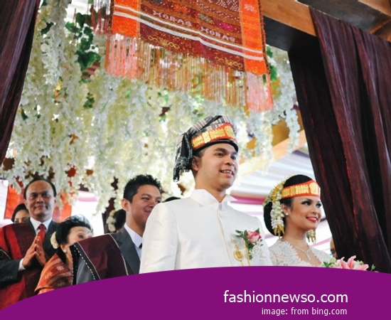 Various Type Of Fashion Traditional Weddings The Gamuling of South Kalimantan In Indonesia