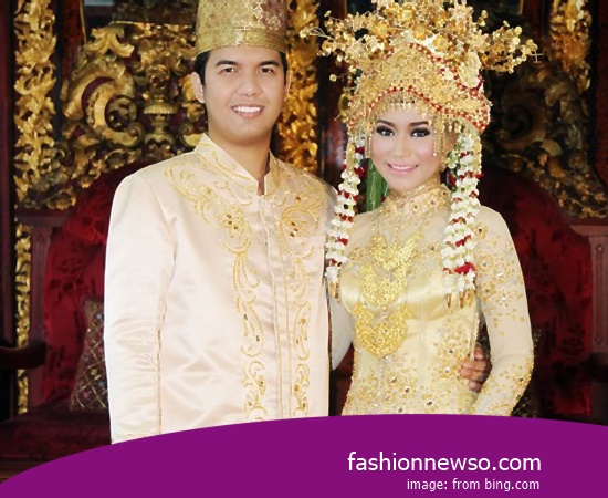 Some Motif Of Clothing Typical Traditional Brides West Kalimantan War In Indonesia