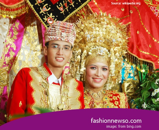 Craftsmen Of Fashion Typical Traditional Brides Kebaya Central Java bastions In Indonesia