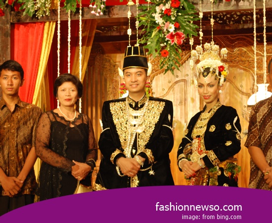 Various Models Of Apparel Distinctive Weddings South Sumatras Aesan In Indonesia