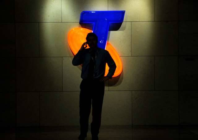 Telstra blasts plan to 'set aside' mobile spectrum for Optus and TPG, but not it