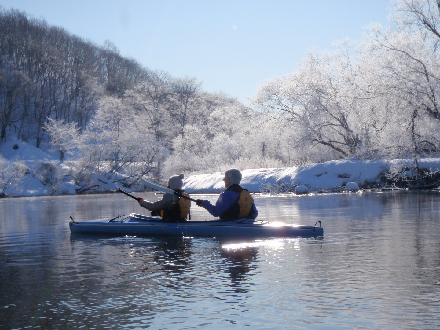 Winter nature experiences include winter canoeing on Kushiro River, and snowshoeing on the frozen Kushiro Wetlands.<br>A quintessential way to enjoy the great northern lands!