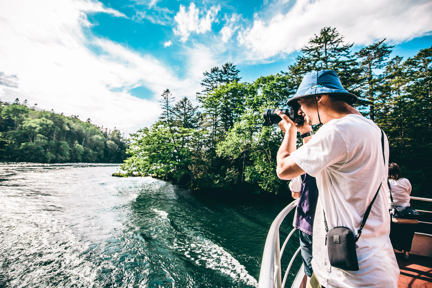 """6.Take a tour boat at Lake Akan and observe mysterious """"marimo""""."""
