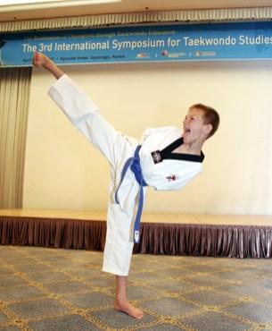 2011-04-29_(2232)x_masTaekwondoPlus_Photo-WTF_International-Symposium_09