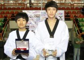 2012-04-09_(4509)x_WTF_World-Junior_KOR_Byeol Choi (left) and Yeong-seok Kim