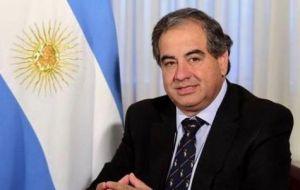 El ministro de Defensa de Argentina, Julio Martínez necesita nuevos equipos para sus fuerzas