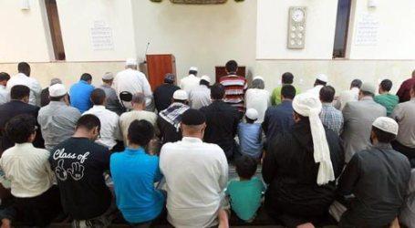 FLORIDA NON-MUSLIMS ENJOY MOSQUE IFTAR