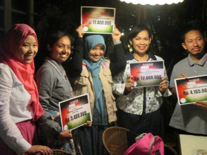 INDONESIAN COMMUNITIES  HOLD CLOTHES AUCTION FOR GAZA