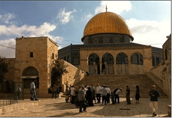 ISRAELI YESHIVA STUDENTS AND SETTLERS STORM AL-AQSA MOSQUE