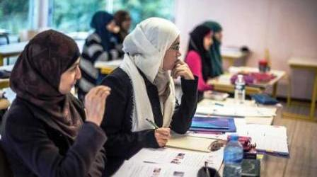 UK GOVERNMENT TO OFFER MUSLIM STUDENTS SHARIA-FRIENDLY LOANS