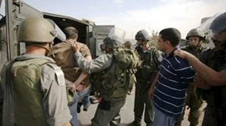 ZIONIST FORCES KIDNAP 17 PALESTINIANS IN JERUSALEM, WEST BANK
