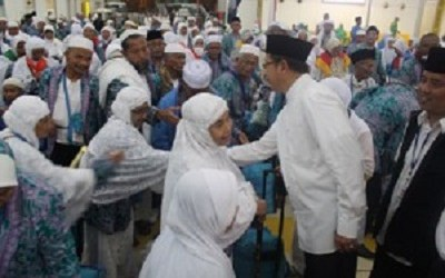 INDONESIA RELEASES FIRST RETURN   OF INDONESIAN PILGRIMS