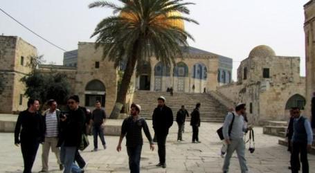 A GROUP OF SETTLERS STORM AL-AQSA MOSQUE