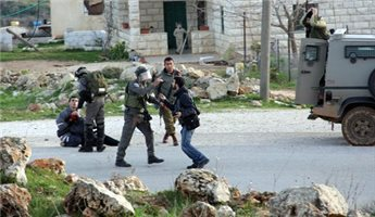 JEWISH SECURITY GUARDS ASSAULT, DETAIN PALESTINIAN NEAR OFRA SETTLEMENT