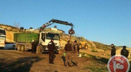 ISRAELI FORCES DEMOLISH STRUCTURES IN EAST AL QUDS