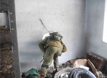 GROUP: SETTLERS INFILTRATING CLOSED PALESTINIAN SHOPS IN HEBRON