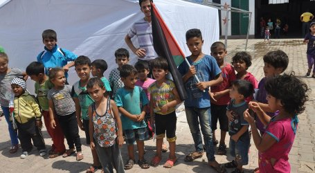 18.000 PALESTINIANS TRAPPED IN AL-YARMOUK REFUGEE CAMP