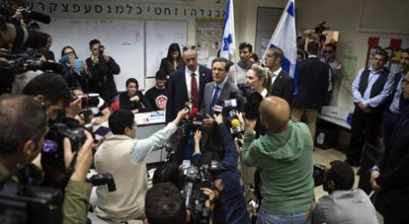 ISRAELIS VOTE IN TIGHT RACE AFTER LAST-DITCH NETANYAHU PLEA