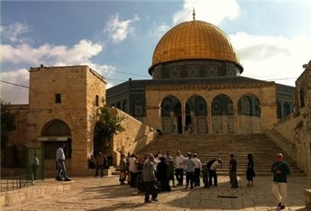 ISRAELI POLICE DETAIN WOMAN, 2 YOUNG MEN FROM AQSA COMPOUND