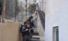 ISRAELI POLICE SURROUND A PALESTINIAN HOME IN SILWAN