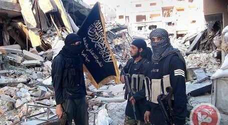 MILITANTS, PALESTINIANS BATTLE IN SYRIA REFUGEE CAMP
