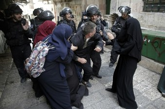 CLASHES ROCK AL-AQSA MOSQUE COMPOUND FOR SECOND DAY